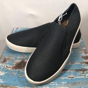 NEW Steve Madden Black Snakeskin Slip On Sneaker 5